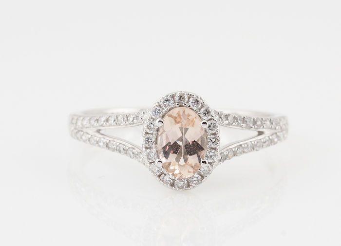 """18kt wit gouden diamanten en morganite ring 0.27ct - size 54.""""NIEUW""""  18kt wit gouden diamanten ring 0.27ct.18kt ring versierd met 56 ronde achtkant geslepen diamanten en ovaal vorm roze morganite 0.35ct.( gekende hitte behandeling voor volle kleur)Kleur: Top Wesselton-Wesselton G-H.Zuiverheid: VS1-VS2.Totaal gewicht: 2.10gr.Zeer goede schittering.Ringmaat : 54.Artikel in juweel doosje verzonden met Fedex.1697-54364R  EUR 1.00  Meer informatie"""