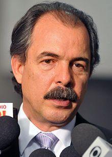 Ex-ministro Mercadante, sem foro privilegiado,  vira réu comum... Vai ser investigado em São Paulo