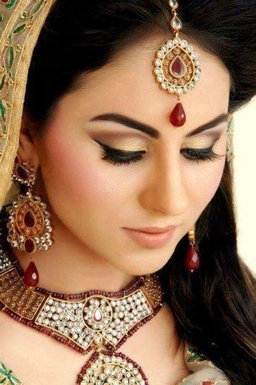 Trucco colorato per sposa indiana