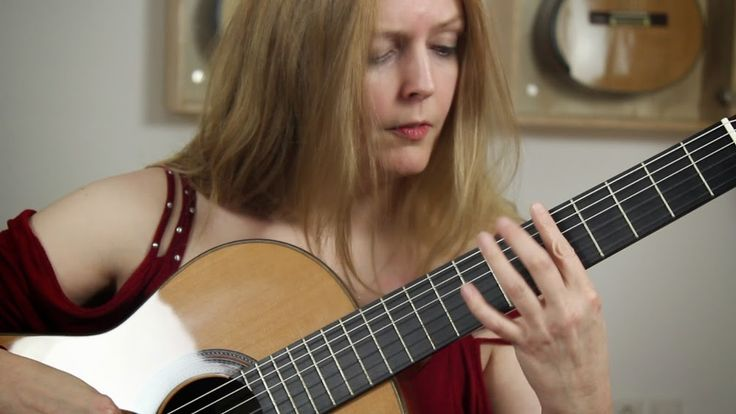 Heike Matthiesen playing a Altamira N500