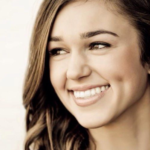 Sadie Robertson - Duck Dynasty - She's adorable.