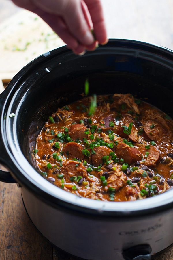 Slow Cooker Creole Chicken and Sausage - 10 minute prep for this hearty dinner, made healthier with beans and peppers. 300 calories.