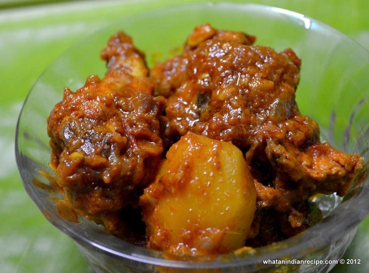 Chicken Kasha Recipe Chicken - 500 gms Onions – 2 big Garlic – 7-8 cloves Ginger – 1″ piece Tomato – 1 (chopped) Potatoes – 4 (cut in halves) Turmeric powder – 1 tsp Chilli powder – 2 tsp Coriander powder – 2 tsp Salt – to taste Bay leaves – 2 Oil – 2-3 tbsp Garam masala – 1 tsp Coriander leaves - ½ cup (chopped) for garnishing