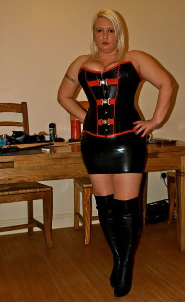 amateur bbw latex leather - latex corset and skirt