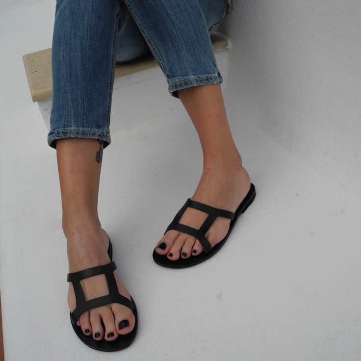 the Most Chic Sandals ''lotus'' style in black !