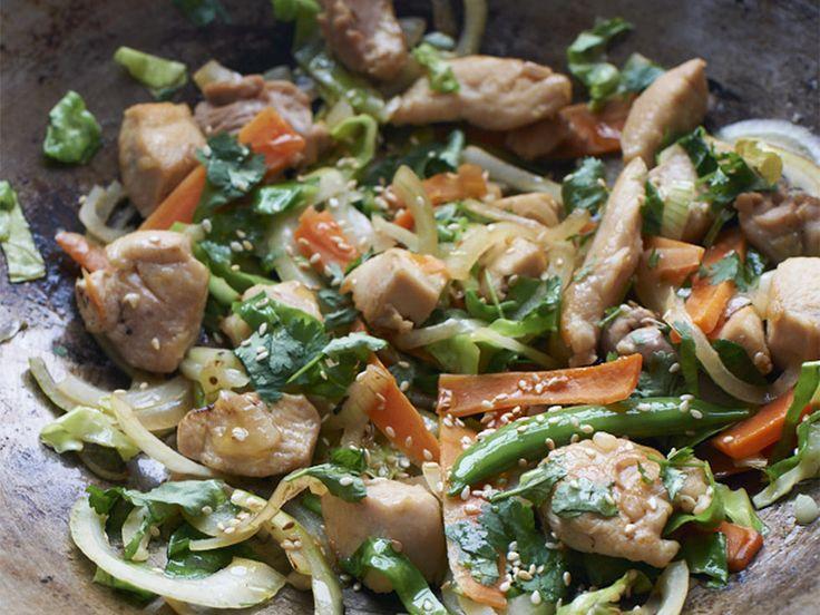 Kyllingwok med deilige smaker av sitrongress, ingefær og chili.