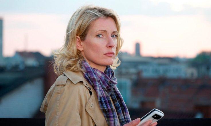 """Lindholm in Hannover und Umgebung     Die Frau von heute: Seit 2002 ist Maria Furtwängler in der Rolle der Charlotte Lindholm in Niedersachsen unterwegs und wurde in den letzten Jahren zum Inbegriff der modernen weiblichen Ermittlerin. WG-erfahren, hochschwanger während brisanter Ermittlungen, später brachte sie Kind und Karriere gut zusammen. Lindholm ist die personifizierte Selbstoptimierung, im Herzen konservativ, aber offen für Experimente. Kurz: die Ursula von der Leyen des """"Tatort""""…"""