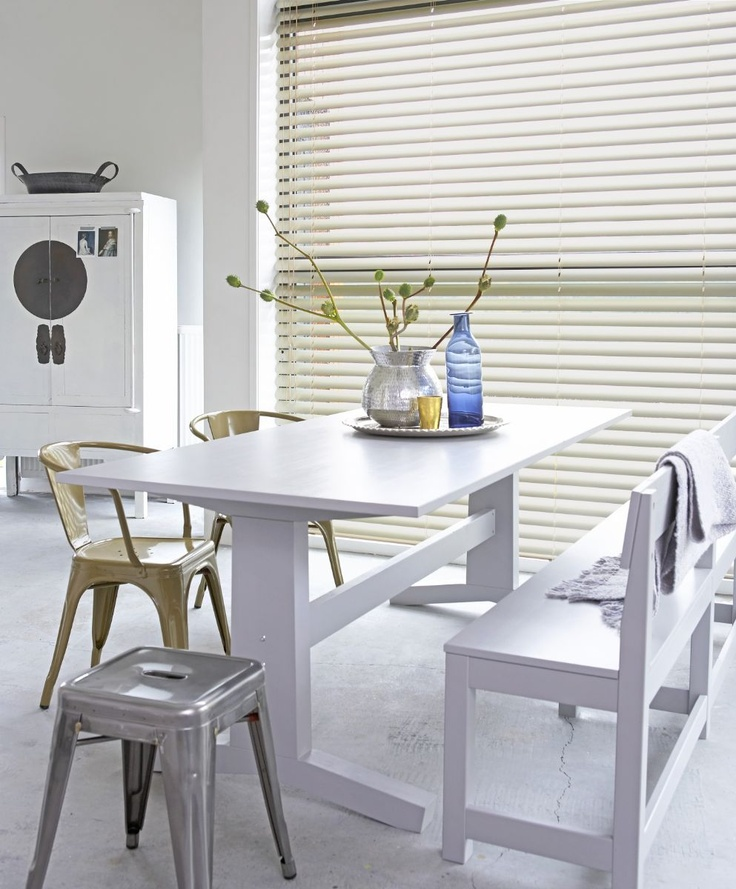 <3 love the cream colored blinds accented against the white in the rest of the room!