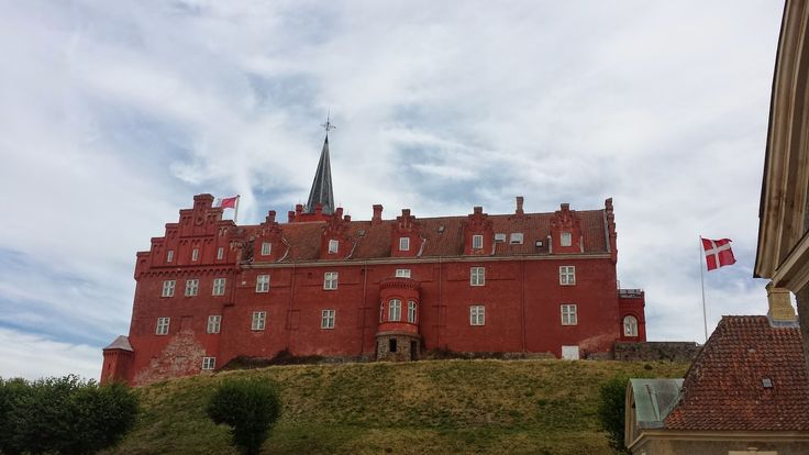 Meet this beautiful place in Tranekær(Denmark). www.brunettsdiary.bloggersdelight.dk     Tranekær Castle is settled in small island called Langeland. It was a beautiful day to spend it wondering around. Tranekær Castle is known from sources from 1200s as strongly fortified castle on a steep hill with a moat and drawbridge. ....