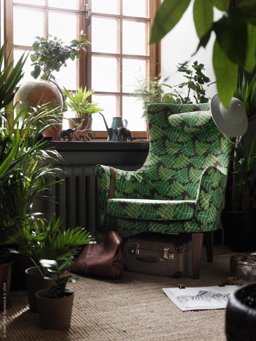Djungla hemma med bladverksprydda fåtöljen STOCKHOLM. TÅRNBY matta.