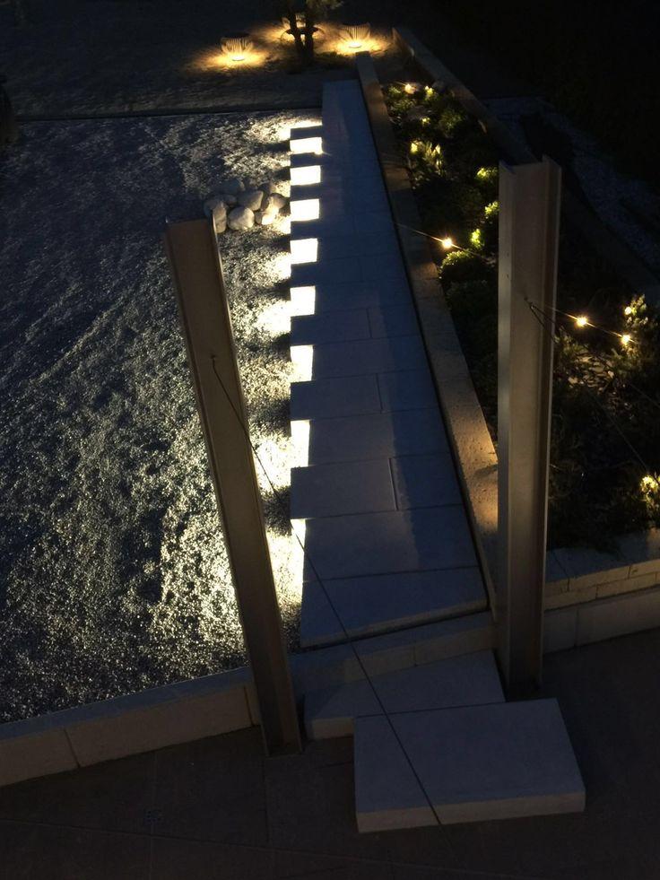 camminamento cemento notte