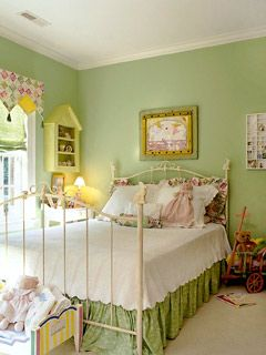 I so love the old fashion feel to this little girls room.