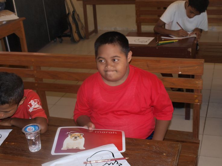 Angry in bahasa Indonesia is 'marah'. How can we help children all over the world with #emotions? #education #specialschool #specialneeds #asylumcentre #refugeecamp #emotions #children