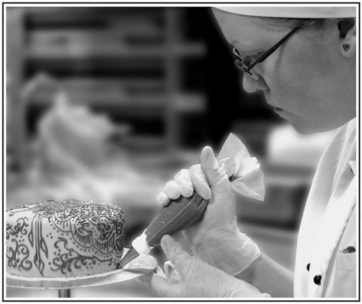 Kondiittorin ammatti: Tehokas työskentely on elinehto | Paha Kakku Bakery