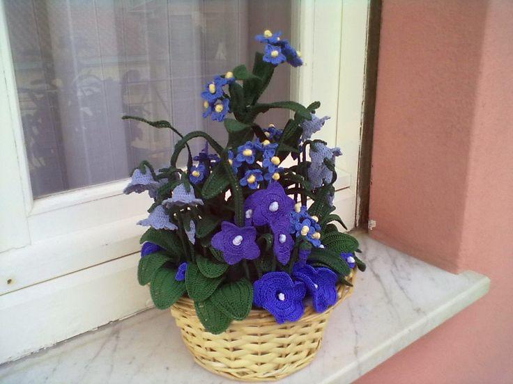 Il Blog di Sam: Composizione di fiori azzurri all'uncinetto