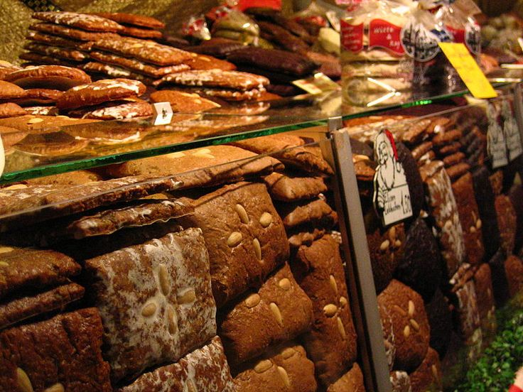 Lebkuchen in a Nuremberg market stall (photo from Wikimedia Commons)