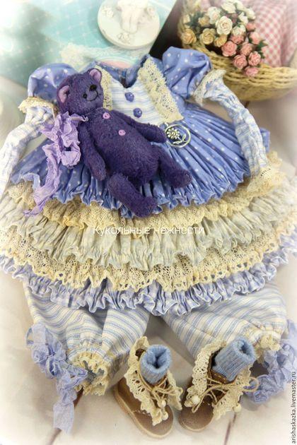 Купить или заказать Комплект для куклы  стиль бохо , шебби шик в интернет-магазине на Ярмарке Мастеров. МАСТЕР-КЛАССЫ и ВЫКРОЙКИ www.livemaster.ru/arishaskazka2 Это комплект для моей новой куклы . Очень нежный комплект для куклы в сиренево-голубых тонах : комбинированное платьице с длинным рукавом , панталончики , замшевые ботиночки ручной работы ,мишка . Одежду не продаю ,выложила для оформления витрины магазина. МАСТЕР-КЛАССЫ www.livemaster.ru/arishaskazka2…