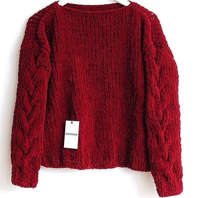 Бордовый свитер из велюра, с фактурными косами на рукавах. В наличии. Размер XS-S. Базовая цена 1500 грн. На со скидкой 1200 грн. Бесплатная доставка по Украине.