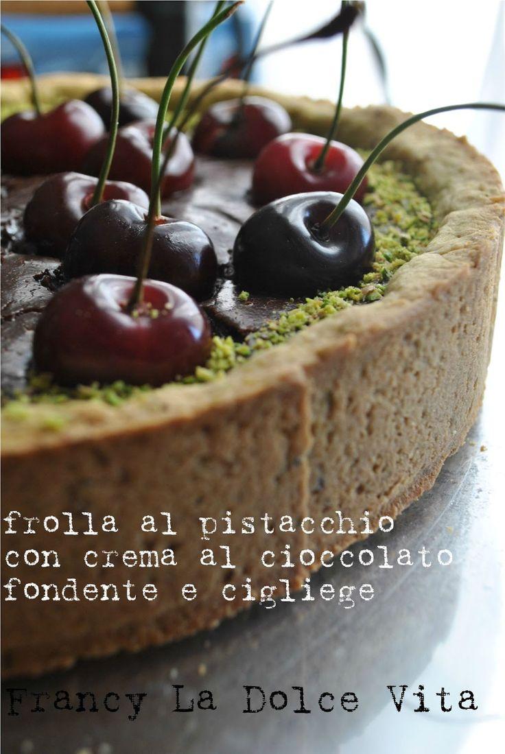 La Dolce Vita: Frolla al pistacchio con ripieno di crema al cioccolato fondente e cigliege