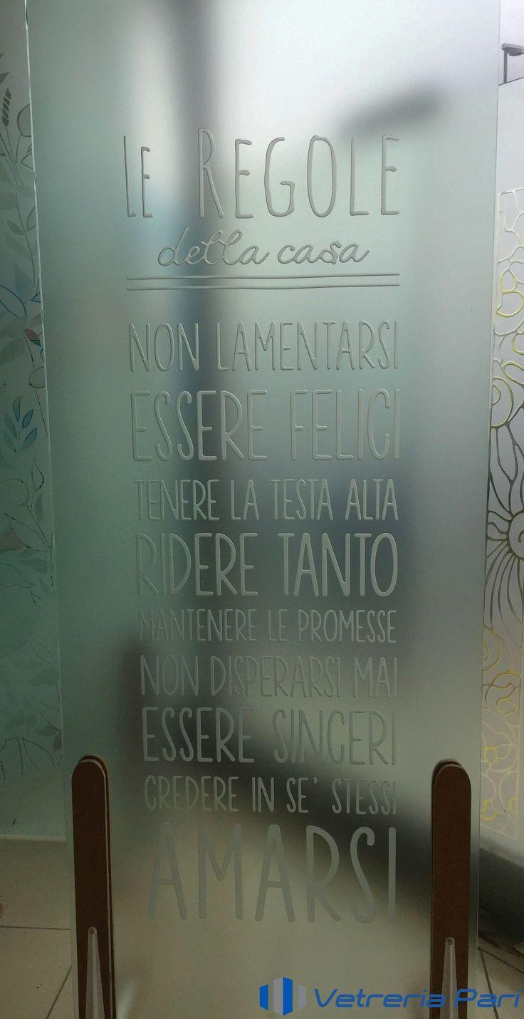 Realizzazione vetro sabbiato per porta personalizzato con scritta del cliente.