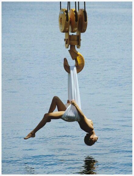 Photo Patrick Lichfield - The Hook – Fremantle, Australia,1986  Photo Patrick Lichfield – The Hook – Fremantle, Australia,1986