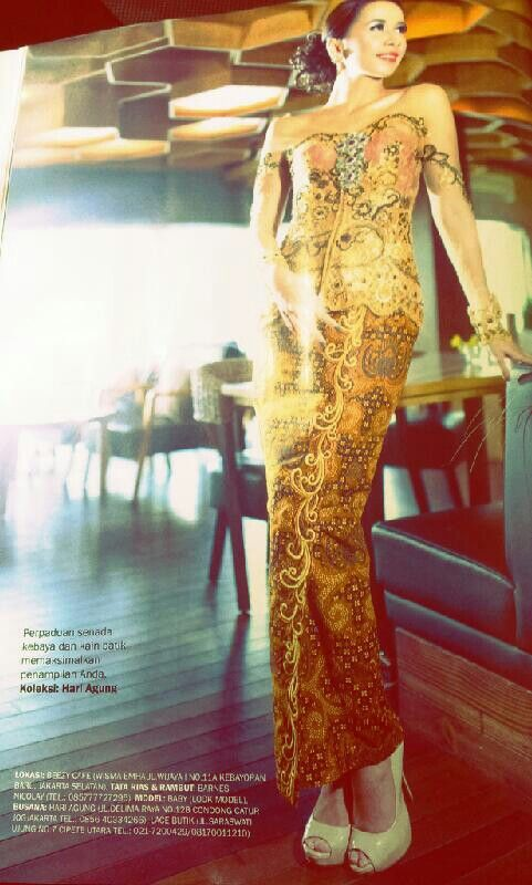 Kebaya design in Kartini no.2352.   Nice and simple batik sarung with short kebaya. Wanna make one