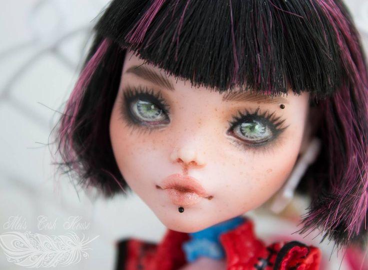 343 отметок «Нравится», 2 комментариев — Ксения (@meicoshhouse) в Instagram: «☆♡Draculaura's OOAK doll for sale. 110$ Free shipping ♡☆ #OOAK #mh #customdoll #monsterhigh…»