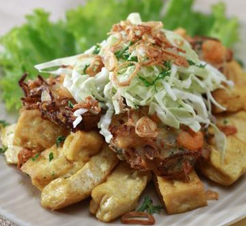 Tahu Gimbal Plus Bakwan Udang (Tofu + Breaded Shrimp + Lettuce/Cabbage + Peanut Sauce)