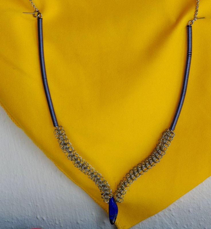 Lapis lazuli v nerezu