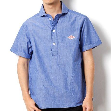 フロントに3つボタンを配したデザインにアップデートされたDANTON定番人気の半袖プルオーバーシャツ。クラシカルな丸襟とフロントスタイルの両サイドに配されたポケットがポイント。綿×ラミー素材で、リネンに比べて糸の節感が強くないラミーの特徴を生かし、麻のハリコシ感と清涼感を持ちながら、綿100%では大人しすぎて表現が難しい独特の素材感を実現。シルエットはプルオーバー型でスモックのようなデザインのシャツは、デイリーユースはもちろん、ワークシャツとしても活躍してくれます。左胸にはおなじみのブランドアイコンが配置されています。※着用、お取り扱いの際は商品についておりますアテンションタグ、洗濯ネームを必ずご確認ください。【DANTON(ダントン)】1930年ワークウェア・ブランドとしてスタート。主にキッチンウェアを原型としたジャケット・パンツが定番。[型番:JD-3569RAS-1611]