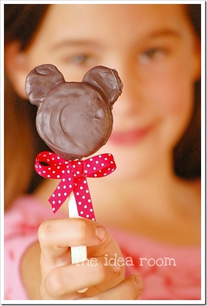 Minnie Mouse Oreo pops... Might have to do Minnie themed 1st bday party... taylor-s-first-bday-party