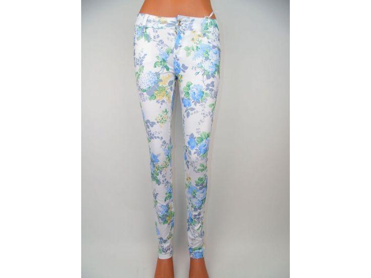 Štýlové dámske nohavice Orchis, biele s kvetinovým vzorom. Slim fit. Rôzne veľkosti.