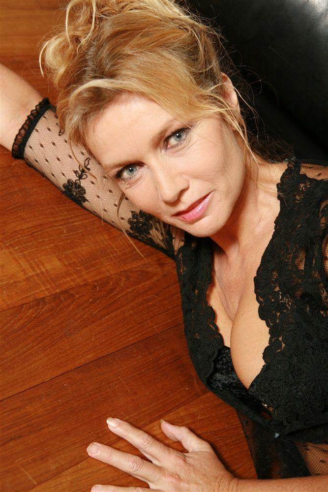 Christiane JEAN- Fiche Artiste  - Artiste interprète,Auteur - AgencesArtistiques.com : la plateforme des agences artistiques