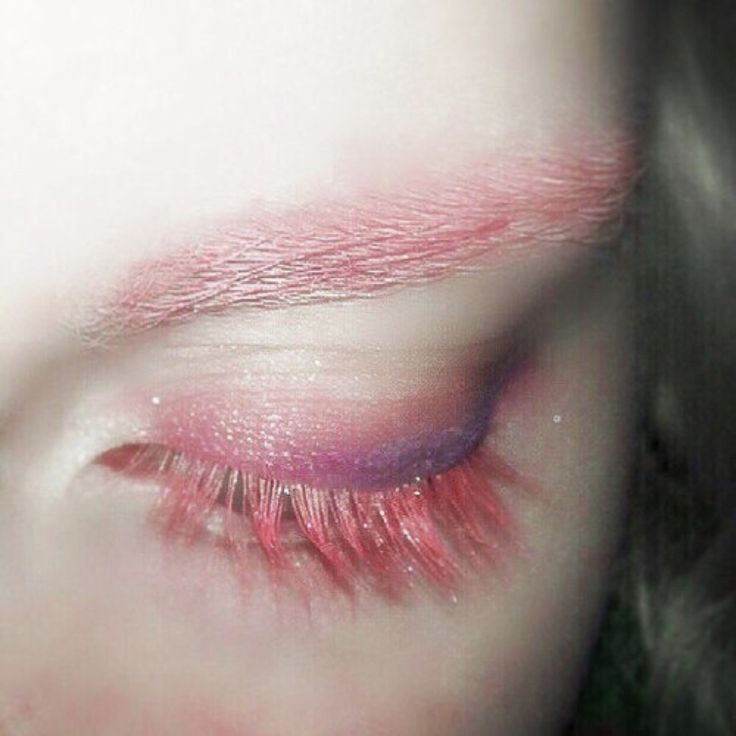 Soft Grunge Makeup: Pinky Purple Pastel Eye Shadow - http://ninjacosmico.com/35-grunge-make-up-ideas/