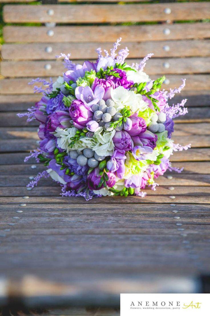 Poza, foto cu Flori de nunta brunia, buchet mireasa, frezii, lalele, mov, rotund in Arad, Timisoara, Oradea (wedding flowers, bouquets) nunta Arad, Timisoara, Oradea