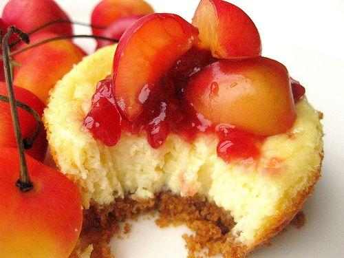 Sweet cheezits, I must make these!! Mini Rainier Cherry CheesecakesMinis Cherries Cheesecake, Cake Cups, Rainier Cherries, Minis Dog Qu, Butter, Cherries Cheescake, Minis Rainier, Minis Cheesecake, Crusts
