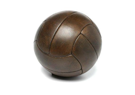 Soccer Ball 1930 par JohnWoodbridgeMakers sur Etsy
