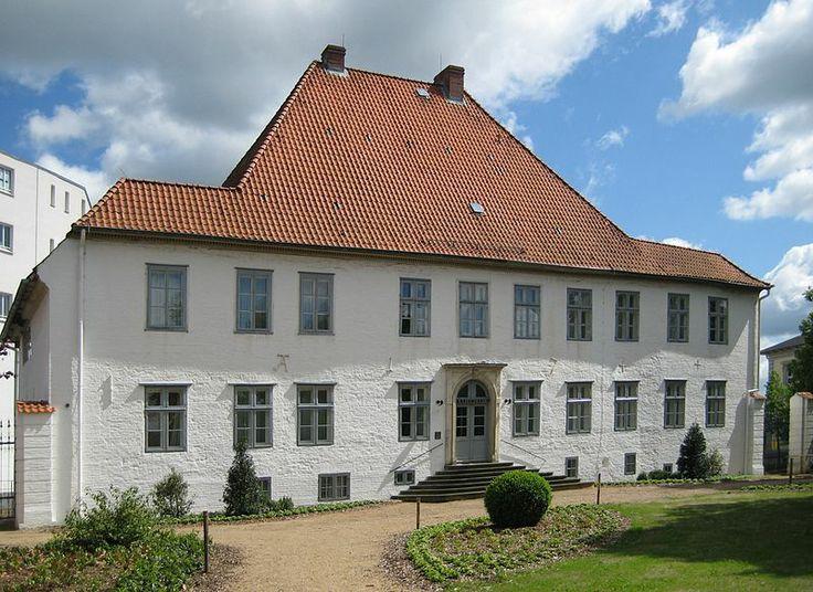 File:Itzehoe, Germany - Kreismuseum Prinzesshof, Rueckseite.jpg