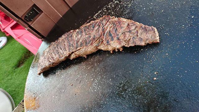 晩御飯 オニクーー(・∀・) #ハワイ #肉 #バーベキュー #隣のホテル #名前わからない #お腹いっぱい #太った