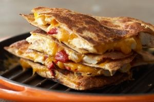 Chicken and Red Pepper Quesadillas (serves 4) Calories: 299 Fat 9.7g/serving