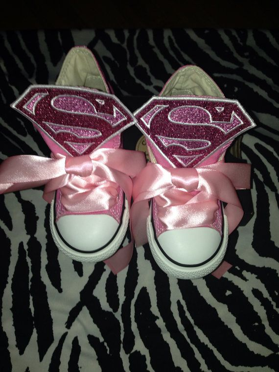 Converse personalizzate Supergirl Chuck Taylors di TaylorsPenny, $60.00