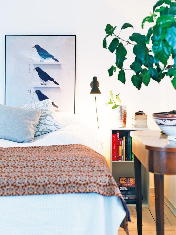 Mysigt sovrum med avslappnad färgmix.