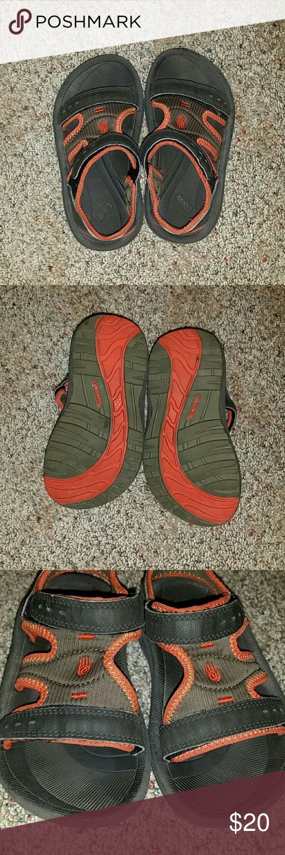 Teva Kids Sandles In excellent used condition!  Tons of lofe left. Can be for a boy or girl. Super comfy and easy to put on. Teva Shoes Sandals & Flip Flops