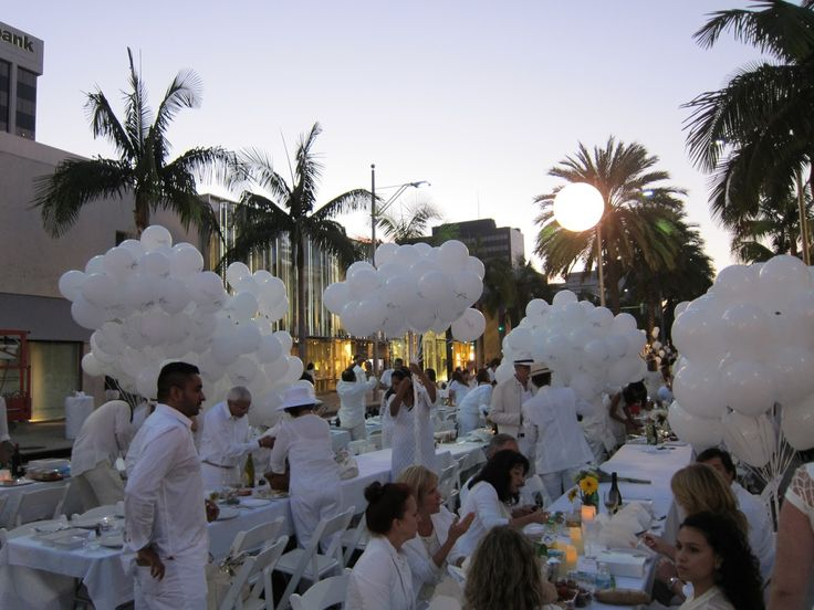 Diner en Blanc, all white party. Los Angeles palm trees, white balloons, Rodeo Drive and all white attire