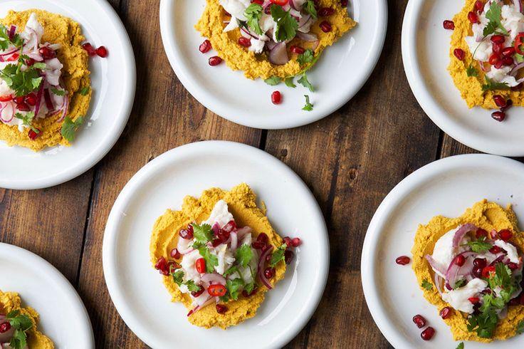 Ceviche har absolutt alt jeg liker. Søt , surt, salt, fisk, chili og koriander. I tillegg er den enkelt å lage. Ceviche er råmarinert fisk. Man «koker» fisk i en sur marinade fra sitrusfrukt. Når fisken ligger i marinaden vil syren fra ...