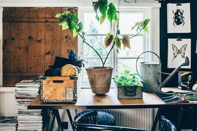 Een kijkje in het bohemian huis van een Zweedse bloemiste - Roomed | roomed.nl