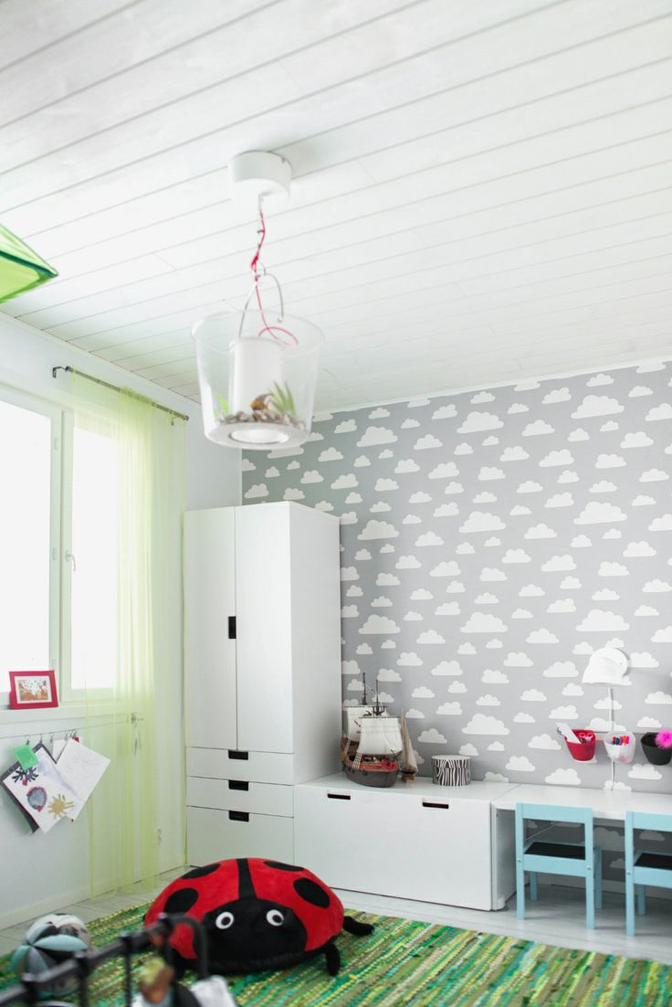 Puu on loistava lastenhuoneen materiaali, jossa kolhut ja tussinjäljet on helppo saada piiloon