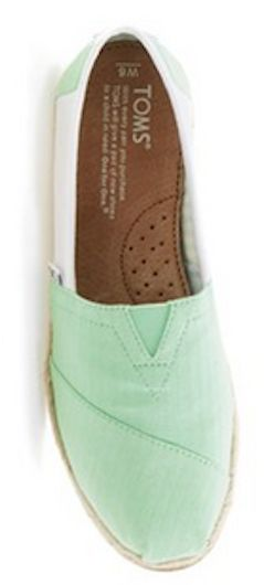 Color blocked TOMS in #mint http://rstyle.me/n/jxr8mnyg6