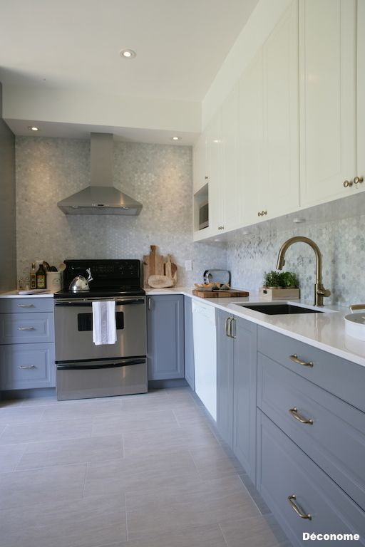 IKEA bobdyn white and grey kitchen with marble backsplash, white quartz countertops and brass handles. Delta Trinsic champagne faucet