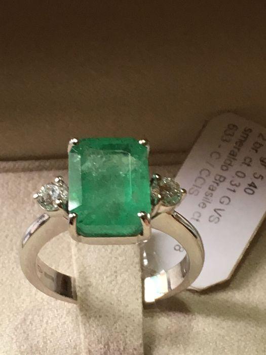 750 witgoud ring met natuurlijke diamanten en 4.68 ct natuurlijke Smaragd - ringmaat 15  Exclusieve 750 witgoud ring met briljant gesneden natuurlijke diamanten en natuurlijke emerald uit Brazilië achthoekige/emerald cut. Zeer moeilijk te vinden karaatgewicht en knippen.Twee natuurlijke diamanten 0.31 ct - G/VS-Natuurlijke emerald Brazilië 4.68 ct.Ring gewicht: 5.40 g (vaste instelling)Ring van grootte: 15Verstelbare maat. De grootte kan worden aangepast indien gewenst op het momentvan…